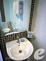 バンコク ファミリー&グループのホテル : DS67 スイーツ バンコク(DS67 Suites Bangkok)のスーペリアルームの設備 Bathroom