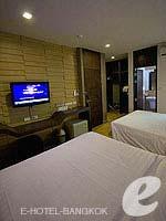 バンコク スクンビットのホテル : DS67 スイーツ バンコク(DS67 Suites Bangkok)のグランド デラックス(4名)ルームの設備 Closet