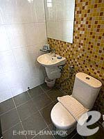 バンコク ファミリー&グループのホテル : DS67 スイーツ バンコク(DS67 Suites Bangkok)のグランド デラックス(4名)ルームの設備 Bath Room