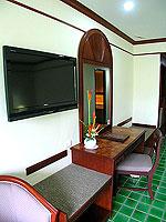 プーケット 5,000円以下のホテル : ドゥアンジット リゾート&スパ(Duangjitt Resort & Spa)のスーペリア(シングル)ルームの設備 Bedroom