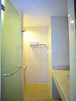プーケット 5,000円以下のホテル : ドゥアンジット リゾート&スパ(Duangjitt Resort & Spa)のスーペリア(シングル)ルームの設備 Bath Room