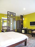 プーケット 5,000円以下のホテル : ドゥアンジット リゾート&スパ(Duangjitt Resort & Spa)のデラックスバンガロー(ツイン/ダブル)ルームの設備 TV
