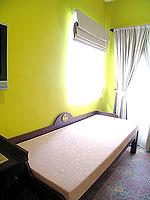 プーケット 5,000円以下のホテル : ドゥアンジット リゾート&スパ(Duangjitt Resort & Spa)のデラックスバンガロー(ツイン/ダブル)ルームの設備 Living Area