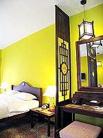プーケット 5,000円以下のホテル : ドゥアンジット リゾート&スパ(Duangjitt Resort & Spa)のデラックスバンガロー(ツイン/ダブル)ルームの設備 Desk