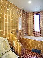 プーケット 5,000円以下のホテル : ドゥアンジット リゾート&スパ(Duangjitt Resort & Spa)のヴィラ(シングル)ルームの設備 Bath Room