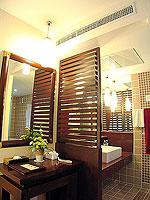 プーケット 5,000円以下のホテル : ドゥアンジット リゾート&スパ(Duangjitt Resort & Spa)のヴィラ (ツイン/ダブル)ルームの設備 Bath Room