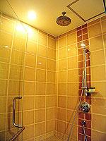 プーケット 5,000円以下のホテル : ドゥアンジット リゾート&スパ(Duangjitt Resort & Spa)のジュニア スイート(シングル)ルームの設備 Bath Room