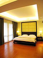 プーケット 5,000円以下のホテル : ドゥアンジット リゾート&スパ(Duangjitt Resort & Spa)のジュニア スイート(ツイン/ダブル)ルームの設備 Bedroom