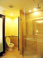 プーケット 5,000円以下のホテル : ドゥアンジット リゾート&スパ(Duangjitt Resort & Spa)のジュニア スイート(ツイン/ダブル)ルームの設備 Bath Room