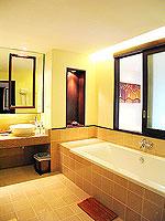 プーケット 5,000円以下のホテル : ドゥアンジット リゾート&スパ(Duangjitt Resort & Spa)のスイートルームの設備 Bath Room