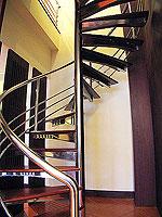 プーケット 5,000円以下のホテル : ドゥアンジット リゾート&スパ(Duangjitt Resort & Spa)の ファミリー スイートルームの設備 Stair