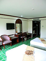 プーケット 5,000円以下のホテル : ドゥアンジット リゾート&スパ(Duangjitt Resort & Spa)のスーペリア(ツイン/ダブル)ルームの設備 Bedroom