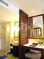 プーケット 5,000円以下のホテル : ドゥアンジット リゾート&スパ(Duangjitt Resort & Spa)のデラックス ガーデン ウィング(シングル)ルームの設備 Bath Room