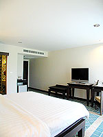 プーケット 5,000円以下のホテル : ドゥアンジット リゾート&スパ(Duangjitt Resort & Spa)のデラックス ガサロン(シングル)ルームの設備 Bedroom
