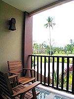 プーケット 5,000円以下のホテル : ドゥアンジット リゾート&スパ(Duangjitt Resort & Spa)のデラックス ガサロン(シングル)ルームの設備 Balcony