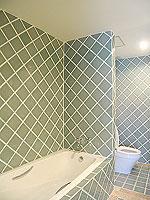 プーケット 5,000円以下のホテル : ドゥアンジット リゾート&スパ(Duangjitt Resort & Spa)のデラックス ガサロン(シングル)ルームの設備 Bath Room