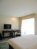 プーケット 5,000円以下のホテル : ドゥアンジット リゾート&スパ(Duangjitt Resort & Spa)のデラックス ガサロン(ツイン/ダブル)ルームの設備 Bedroom