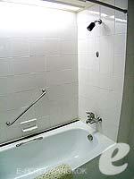 Bath Room : Deluxe Room at Dusit Princess Srinakarin Bangkok, Suvarnbhumi Airport, Bangkok