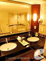 バンコク シーロム・サトーン周辺のホテル : デュシット タニ バンコク(Dusit Thani Bangkok)のスーペリアルームの設備 Bathroom
