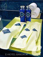 バンコク シーロム・サトーン周辺のホテル : デュシット タニ バンコク(Dusit Thani Bangkok)のスーペリアルームの設備 Bath Amenities