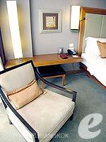 バンコク シーロム・サトーン周辺のホテル : デュシット タニ バンコク(Dusit Thani Bangkok)のデラックスルームの設備 Relax Area