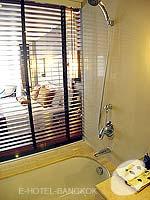 バンコク シーロム・サトーン周辺のホテル : デュシット タニ バンコク(Dusit Thani Bangkok)のデラックスルームの設備 Bathroom