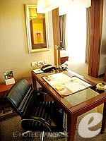 バンコク シーロム・サトーン周辺のホテル : デュシット タニ バンコク(Dusit Thani Bangkok)のデュシット グランドルームの設備 Writing Desk