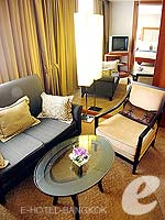 バンコク シーロム・サトーン周辺のホテル : デュシット タニ バンコク(Dusit Thani Bangkok)のクラブ エグゼクティブ スイートルームの設備 Living Room