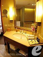 バンコク シーロム・サトーン周辺のホテル : デュシット タニ バンコク(Dusit Thani Bangkok)のクラブ エグゼクティブ スイートルームの設備 Bath Room