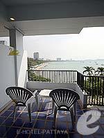 パタヤ ノースパタヤのホテル : デュシット タニ パタヤ(Dusit Thani Pattaya)のデラックス ガーデンビュールームの設備 Balcony