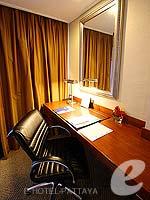 パタヤ ノースパタヤのホテル : デュシット タニ パタヤ(Dusit Thani Pattaya)のデラックス シービュールームの設備 Working Desk