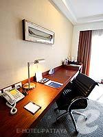 パタヤ ノースパタヤのホテル : デュシット タニ パタヤ(Dusit Thani Pattaya)のクラブ グランドルームの設備 Desk
