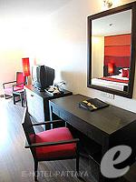 パタヤ サウスパタヤのホテル : サンビーム ホテル パタヤ(Sunbeam Hotel Pattaya)のスーペリア (シングル)ルームの設備 Writing Desk