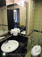 パタヤ サウスパタヤのホテル : サンビーム ホテル パタヤ(Sunbeam Hotel Pattaya)のスペリオル(ツイン/ダブル)ルームの設備 Bath Room