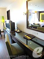 パタヤ サウスパタヤのホテル : サンビーム ホテル パタヤ(Sunbeam Hotel Pattaya)のデラックス(シングル)ルームの設備 Desk