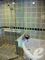 パタヤ サウスパタヤのホテル : サンビーム ホテル パタヤ(Sunbeam Hotel Pattaya)のデラックス(ツイン/ダブル)ルームの設備 Bathtub