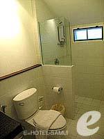 サムイ島 5,000円以下のホテル : エヴァーグリーン リゾート(Evergreen Resort)のデラックス ヴィラルームの設備 Bath Room