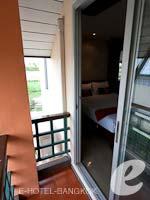 バンコク スワンナプーム空港周辺のホテル : フローラル シャイア リゾート(Floral Shire Resort)のスーペリア シングル ウィズ ブレックファーストルームの設備 Balcony