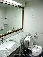 バンコク シーロム・サトーン周辺のホテル : フォー ユー レジデンス(For You Residence)のスタンダード ルームオンリールームの設備 Bath Room