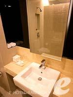 バンコク シーロム・サトーン周辺のホテル : グロウ トリニティ シーロム バンコク(Glow Trinity Silom Bangkok)のデラックスルームの設備 Bathroom