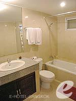 バンコク スクンビットのホテル : グランド ビジネス イン(Grand Business Inn)のプレミア ルームルームの設備 Bathroom