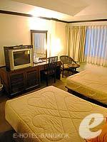 バンコク スクンビットのホテル : グランド ビジネス イン(Grand Business Inn)のトリプル ルームルームの設備 Bedroom