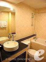 バンコク スクンビットのホテル : グランド ビジネス イン(Grand Business Inn)のトリプル ルームルームの設備 Bathroom