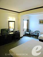 バンコク スクンビットのホテル : グランド ビジネス イン(Grand Business Inn)のエグゼクティブ ダブルルームの設備 Bathroom