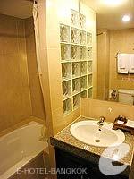 バンコク スクンビットのホテル : グランド ビジネス イン(Grand Business Inn)のエグゼクティブ ダブルルームの設備 Bath Room