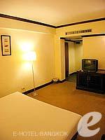 バンコク スクンビットのホテル : グランド ビジネス イン(Grand Business Inn)のプレミア スイートルームの設備 Bedroom