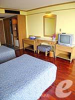 パタヤ ジョムティエンビーチのホテル : グランド ジョムティエン パレス(Grand Jomtien Palace)のスーペリア メインウィングルームの設備 Bedroom