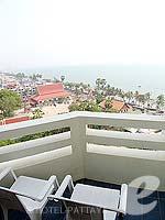 パタヤ ジョムティエンビーチのホテル : グランド ジョムティエン パレス(Grand Jomtien Palace)のスーペリア メインウィングルームの設備 Balcony