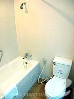 パタヤ ジョムティエンビーチのホテル : グランド ジョムティエン パレス(Grand Jomtien Palace)のスーペリア メインウィングルームの設備 Bathroom