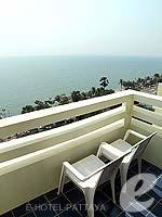 パタヤ ジョムティエンビーチのホテル : グランド ジョムティエン パレス(Grand Jomtien Palace)のデラックス メインウィングルームの設備 Chair